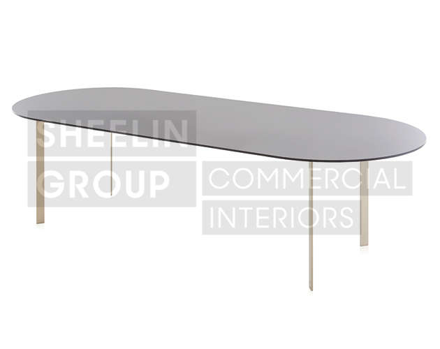 03 Outdoor Dining Table_Solanas_Gold